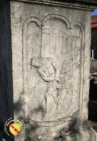 Vitrey - Croix monumentale du cimetière : Flagellation du Christ
