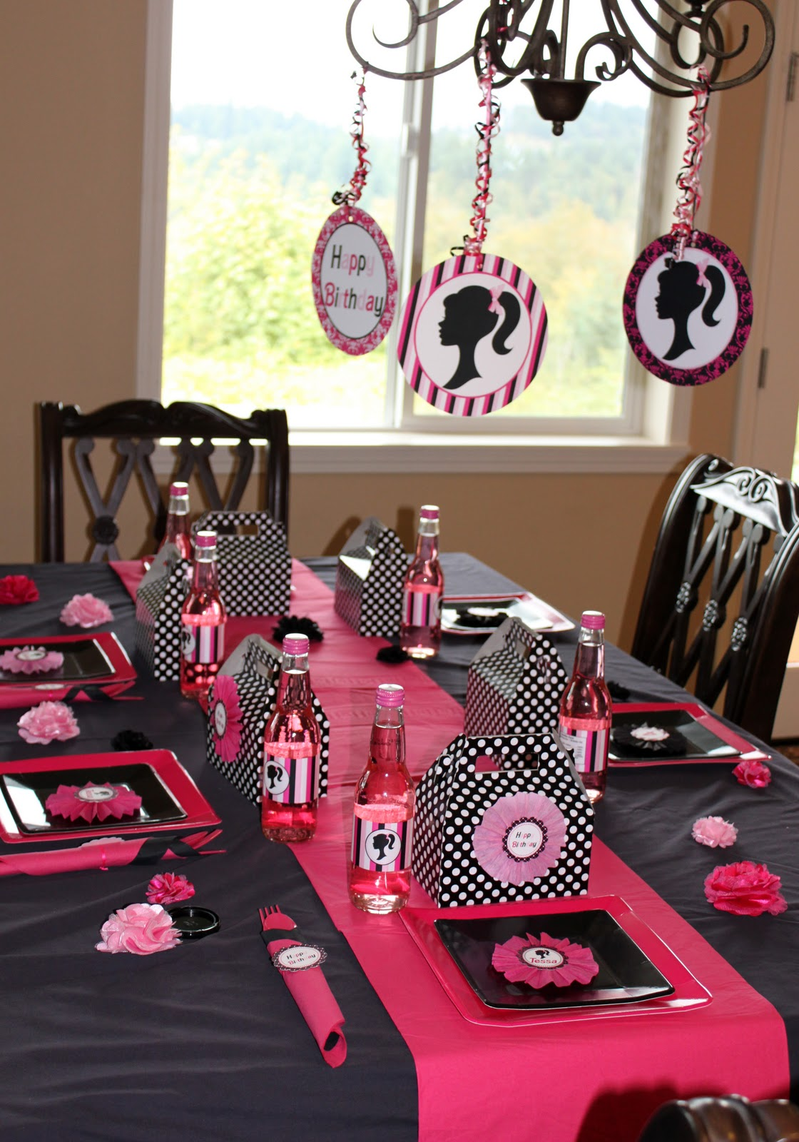 Tessa s 4th barbie inspired birthday party pic heavy for Decoration barbie
