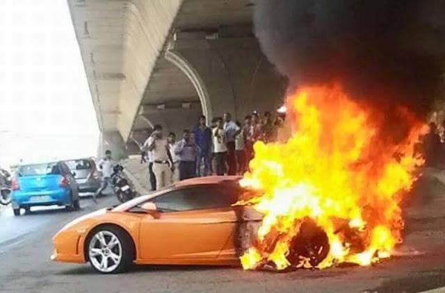 Lamborghini-Gallardo-fire-accident-Delhi