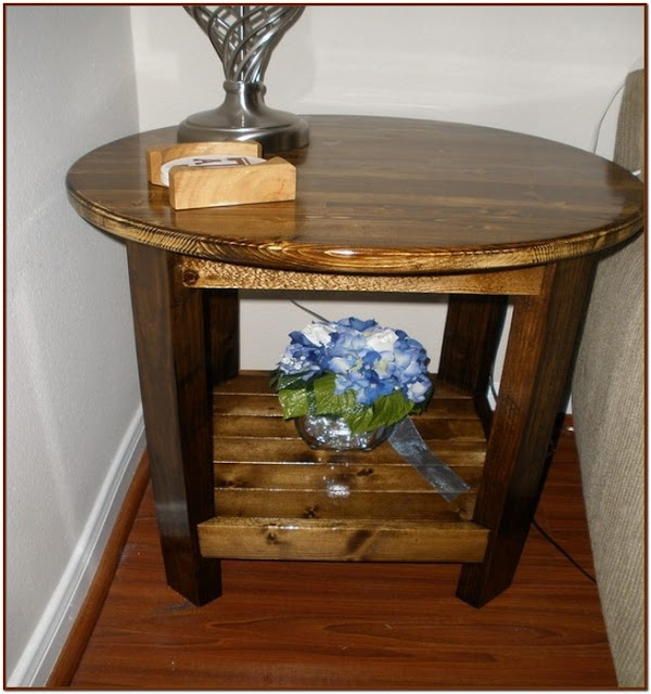 Lovely Round coffee table with storage