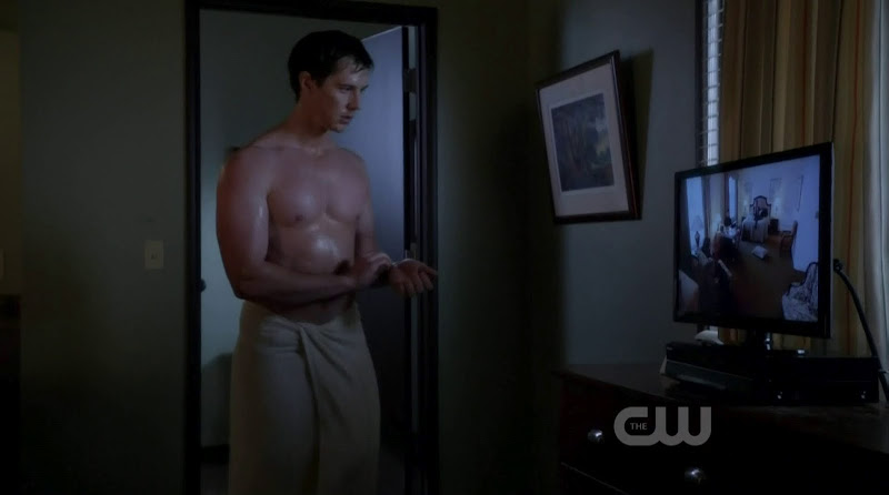 Jason Dohring Shirtless in Ringer s1e15
