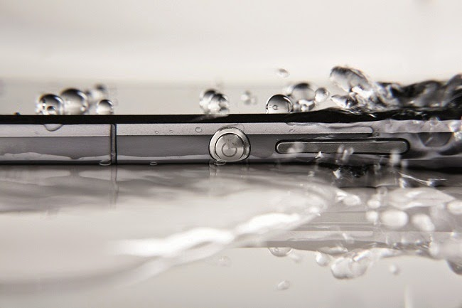 Sony Xperia Z2 has Triluminos display with X-Reality that makes it easier to view selfies.