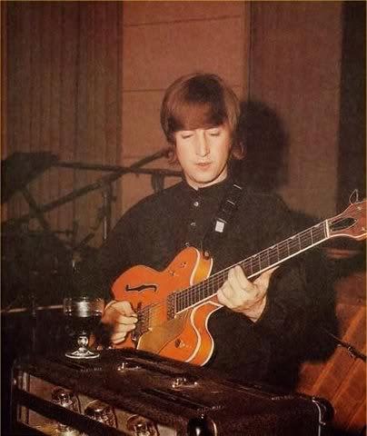 The Beatles Polska: Gitara Lennona sprzedana