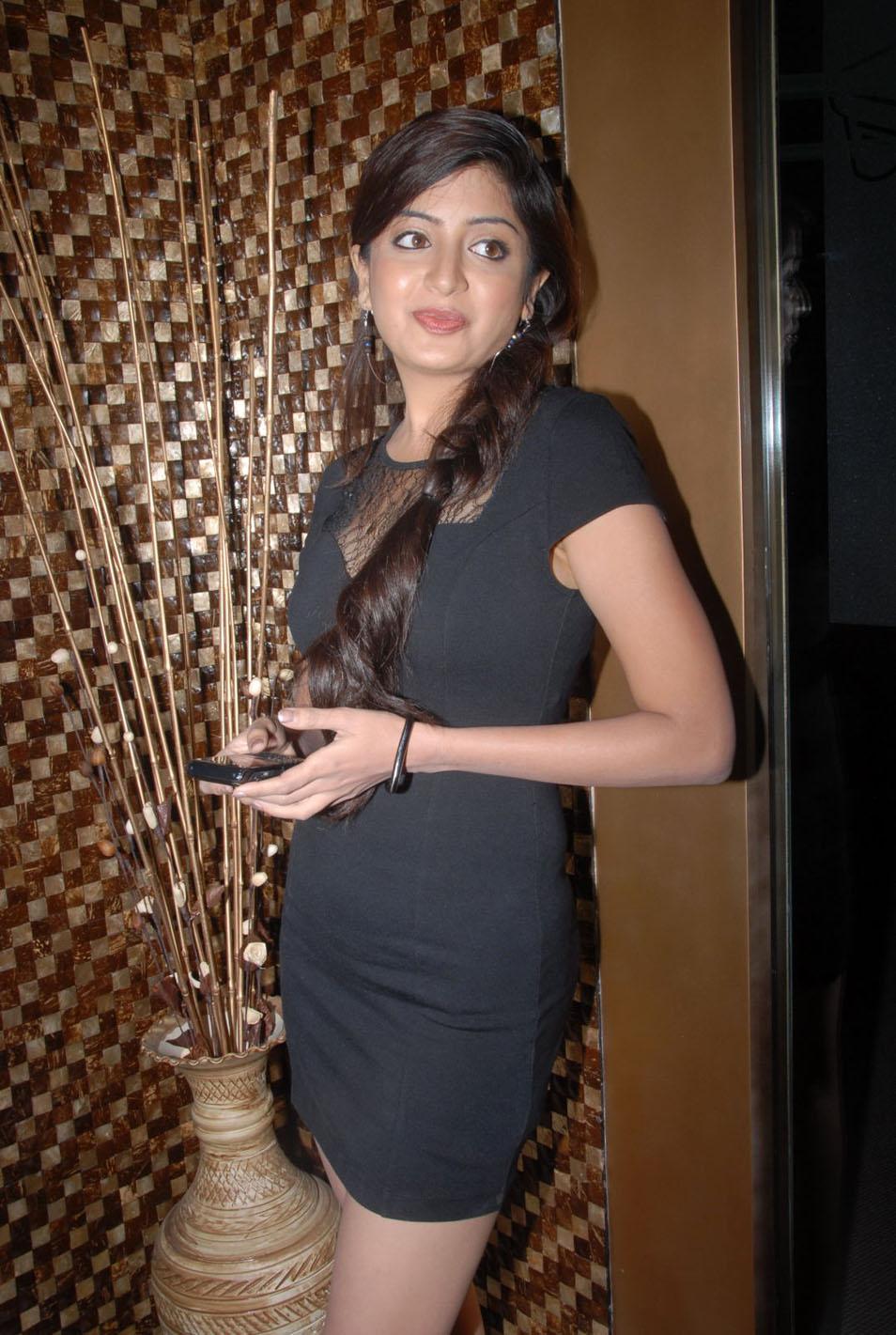 poonam kaur , poonam kaur new actress pics