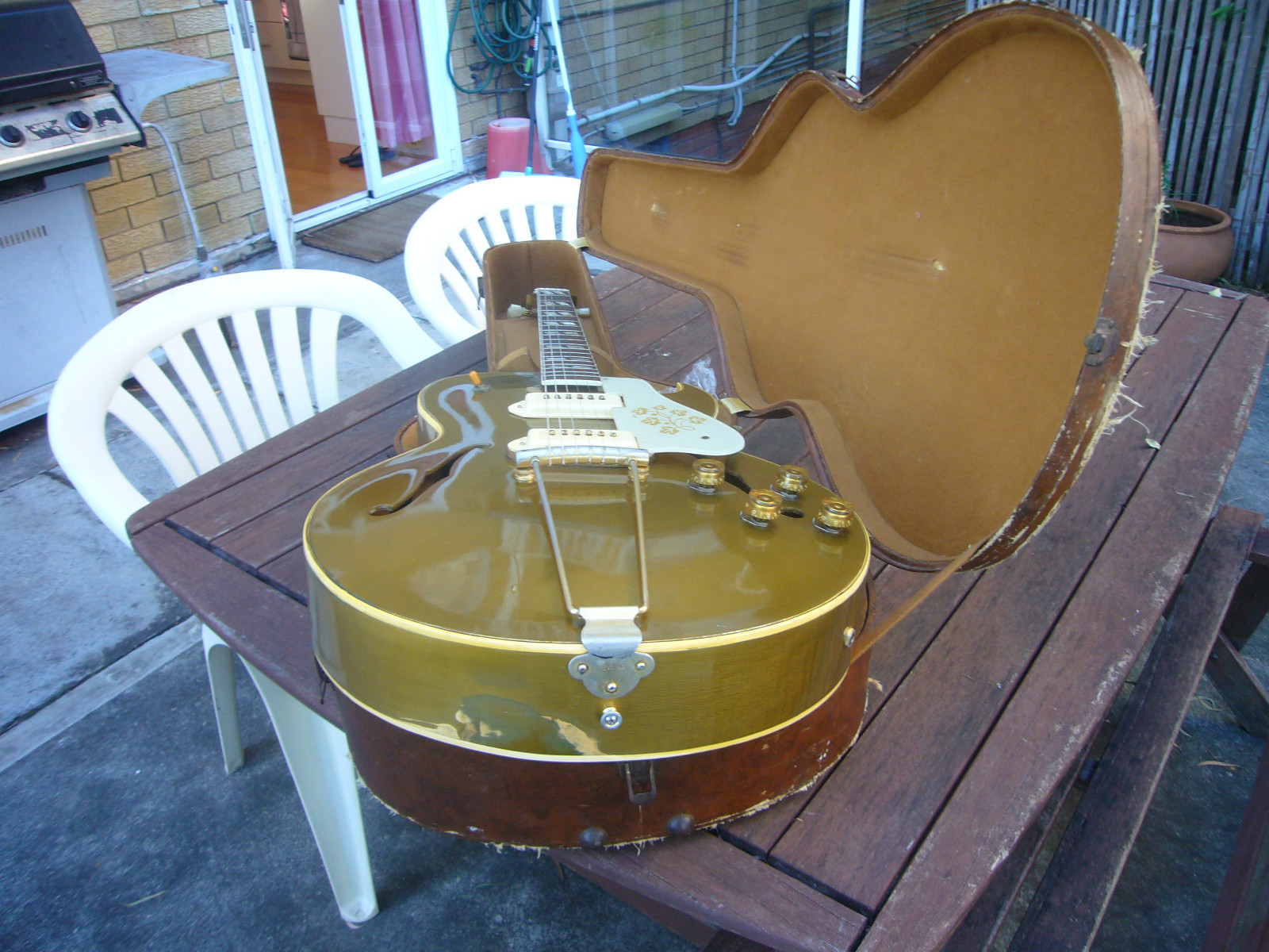 Vintage Guitarz May 2013 1965 Gibson Es345 Wiring Repair Chicago Fret Works Guitar Neck And The Back Of Headstock Captured In Pictures Gold Finish Has Been Worn Away Some Places But This Is Normal For These Guitars