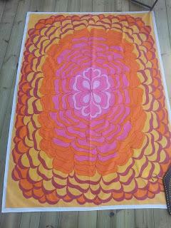 retro duk almedahls blomma rosa orange gul 60-tal 70-tal