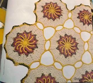 Centro de mesa em croche com flor