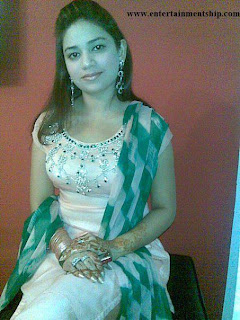 Desi Indian Girls: Delhi Girls in tight salwar means bomb