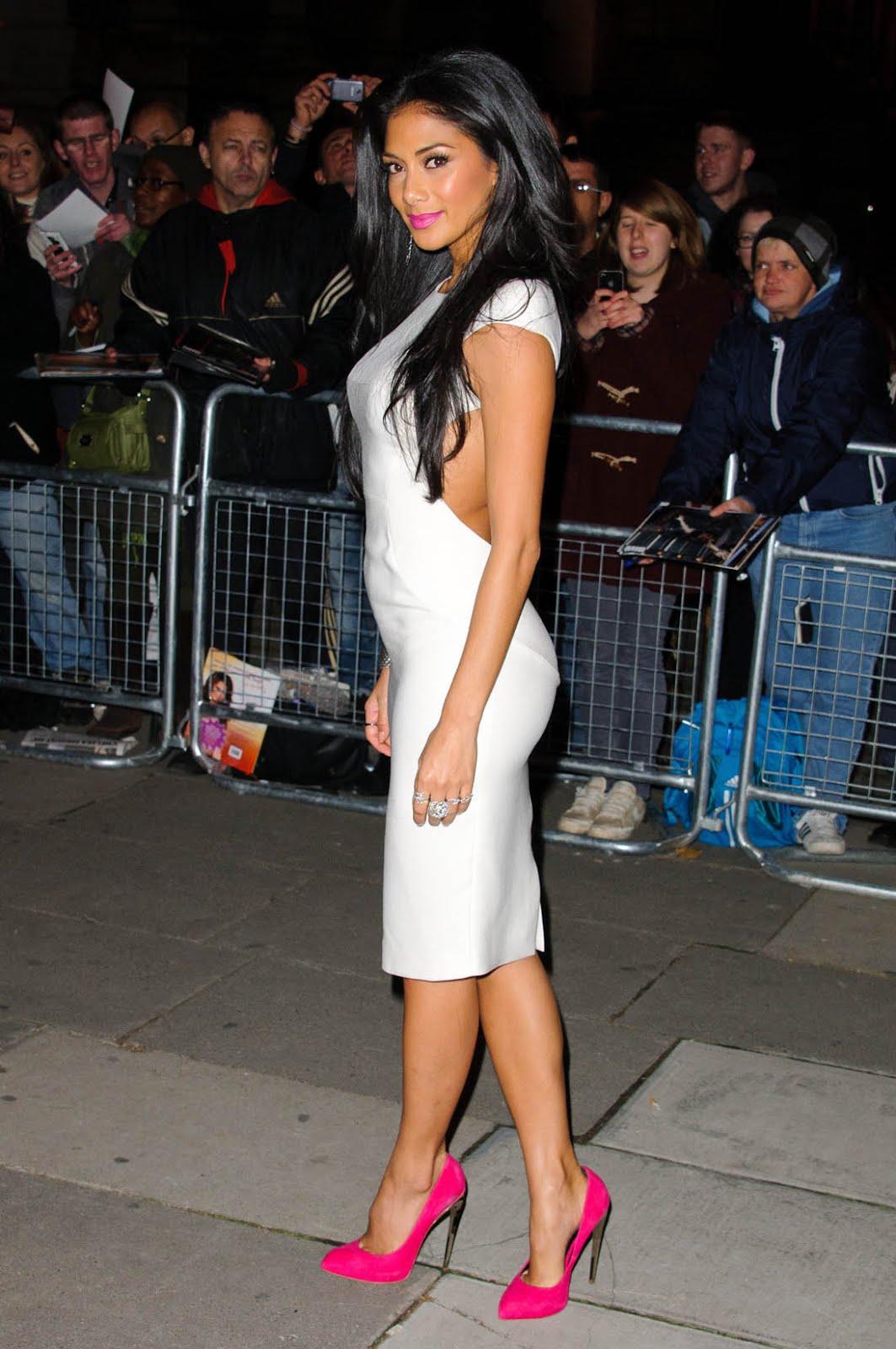 http://3.bp.blogspot.com/-sPEvwGhs-qY/UJFapObHkcI/AAAAAAAAbZI/pBATwe1pUeM/s1600/nicole_scherzinger_white_dress_go_14.jpg
