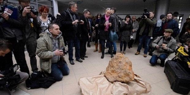 Meteorit seberat 300 kg ditemukan di Morasko Meteorite Reserve, Polandia. Meteorit ini adalah yang terbesar di Eropa Timur.