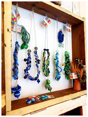 Reciclaje creativo de chanclas en Recicla Inventa