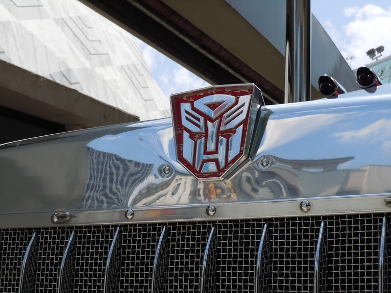 Trending Celeb Optimus Prime Truck And Bumblebee Car From