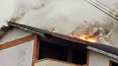 Sekolah Keb Kangkar Tebrau, JB Terbakar Dipanah Petir Petang Semalam
