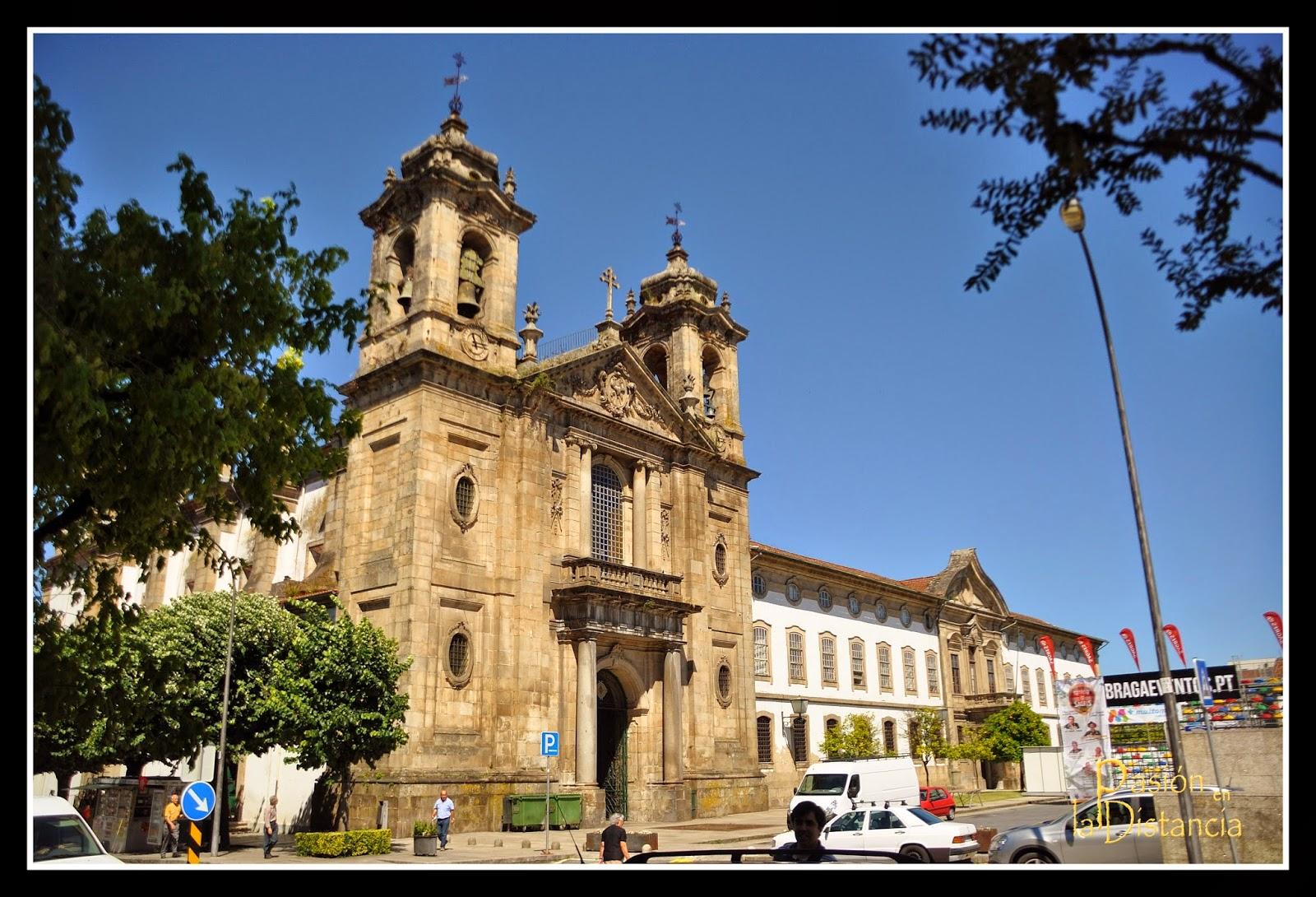 Fachada Igreja e convento do Populo en Braga, Portugal