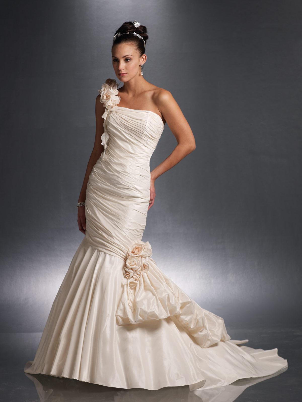 Classic wedding dress contemporary mermaid wedding dresses for How to display a wedding dress