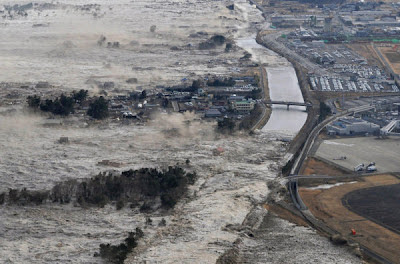 El Tsunami con olas de hasta 14 metros que azotó Japón el 11 de marzo de 2011.