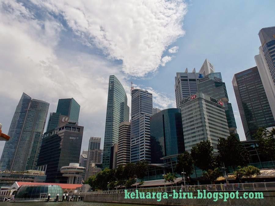 Pemandangan di sepanjang sungai Singapura