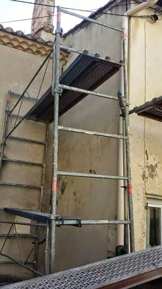 Façade en cours de rénovation pose échafaudage