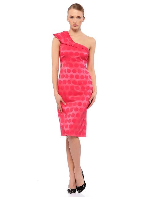 asimetrik kesim tek omuz pembe puantiyeli elbise modeli