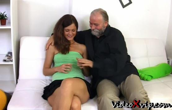 Abuela Chupando Verga Al Nieto - Porno