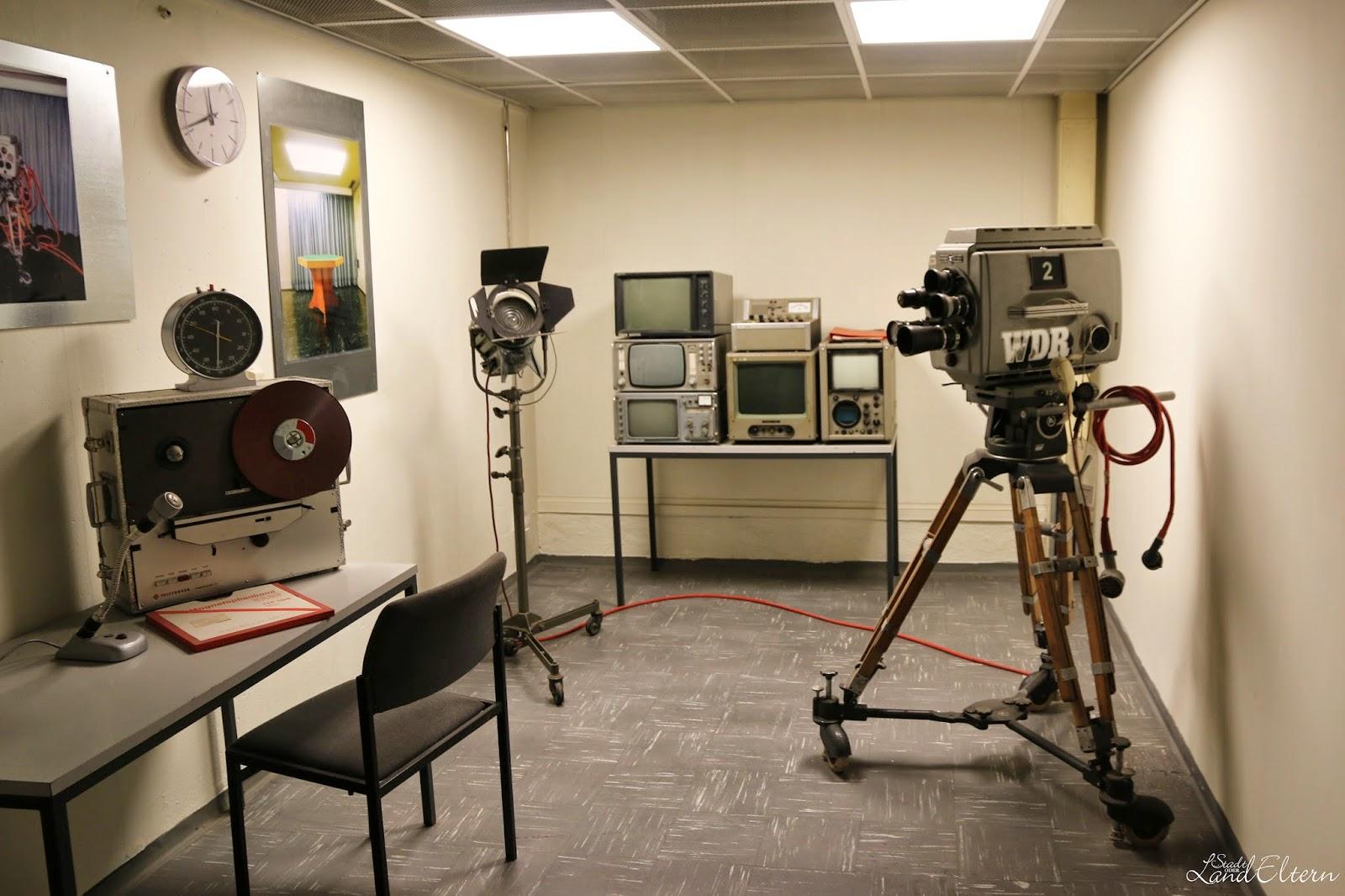 Dokumentationsstätte Regierungsstation Ahrweiler - Fernsehanstalt um Kontakt mit der Aussenwelt aufzunehmen