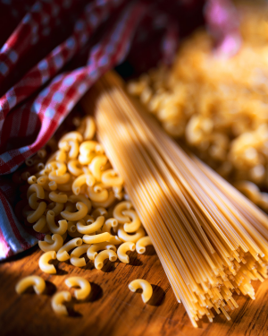 pâtes crues - coquillettes et spaghetti