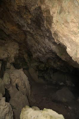 Blick in den ersten Raum der Elfenhöhle