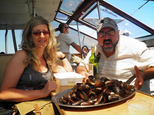 Ogrove (GALICIA 2011) degustando mejillones