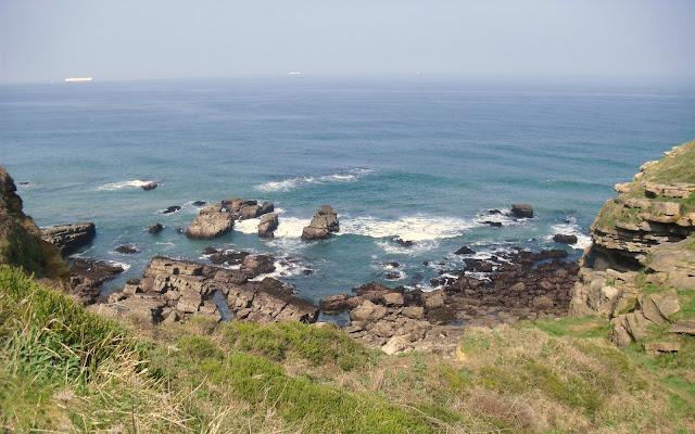 Acantilados de la costa de Galizano