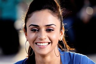 images of amruta khanvilkar5