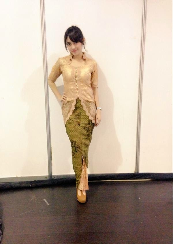 Foto Nabilah JKT48 Memakai Kebaya