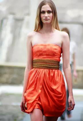 Sempre na moda vestidos tomara que caia curtos