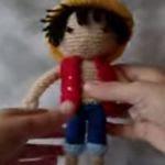 http://agumirumis.com/2015/06/01/patron-gratis-amigurumi-de-luffy-en-video-tutorial/
