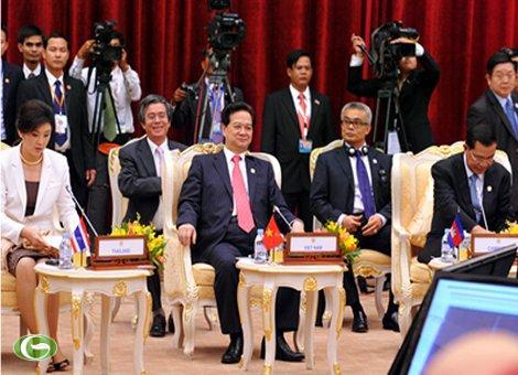 Thủ tướng Nguyễn Tấn Dũng cùng người đồng cấp Thái Lan tại ASEAN 20
