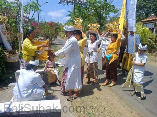 Balinese ritual always involves a lot of people
