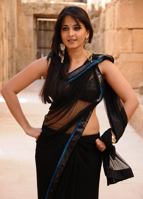 anushka bare back in black saree unseen pics