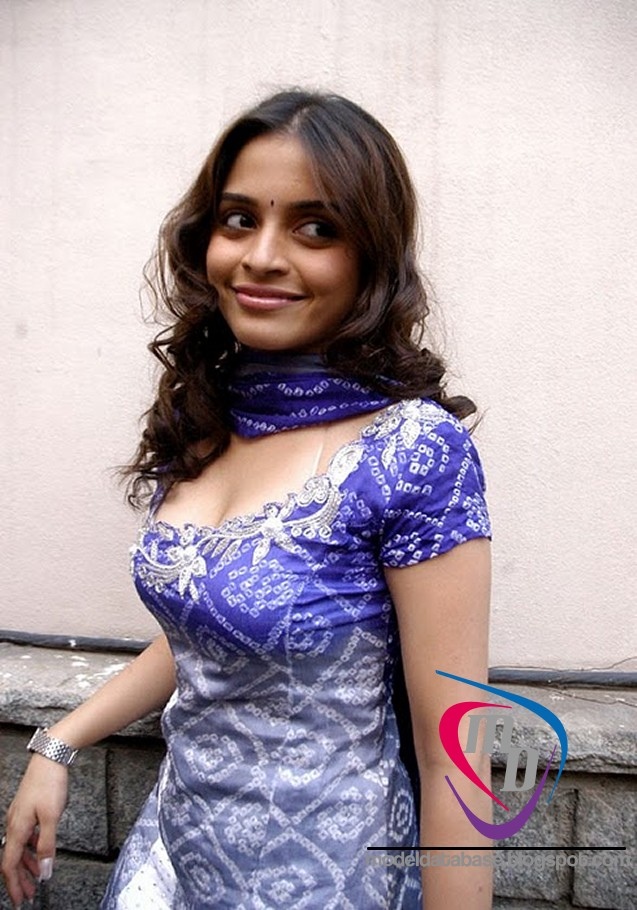 South Indian Teen Actress Sheena Shahabadi Hot As Hell In A Tight Churidar Must Watch Images Sheena Shahabadi Is A Tamil Superhot Heroine Who Started Acting