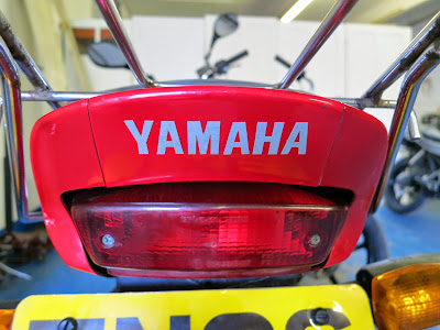 Yamaha YBR 125 Change Rear Light / Brake Bulb , Headlight bulb replace ment and - Xenon upgrade bulb