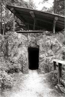 Grotte Ama no iwa to 天の岩戸  dans l'enceinte du sanctuaire Himukai daijingū