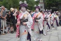 祇園東の芸舞妓さんたち。
