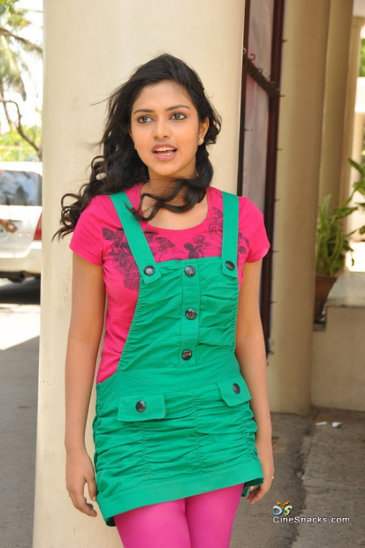 Amala paul new photosstillslatest pictures gallery pictures