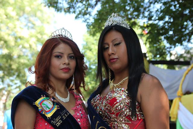 imagenes del desfile ecuatoriano de Queens New York - reinas y princesas