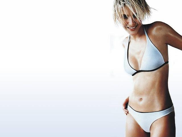 Lisa Faulkner in bikini