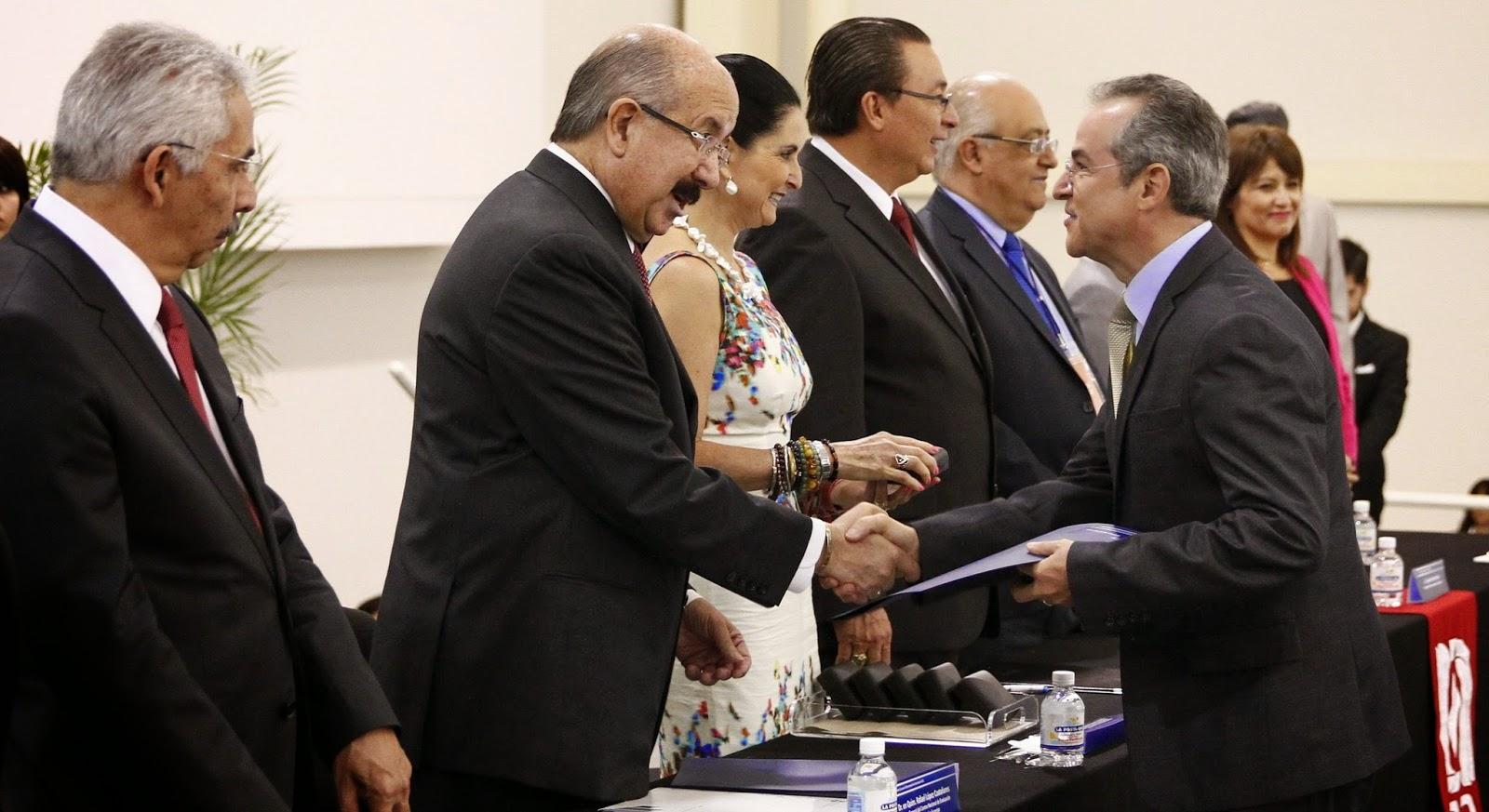 Gaceta uam premia ceneval por excelencia acad mica a for Licenciaturas sabatinas