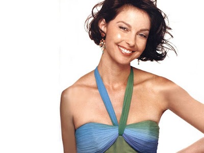 American Actress Ashley Judd Smilling Images