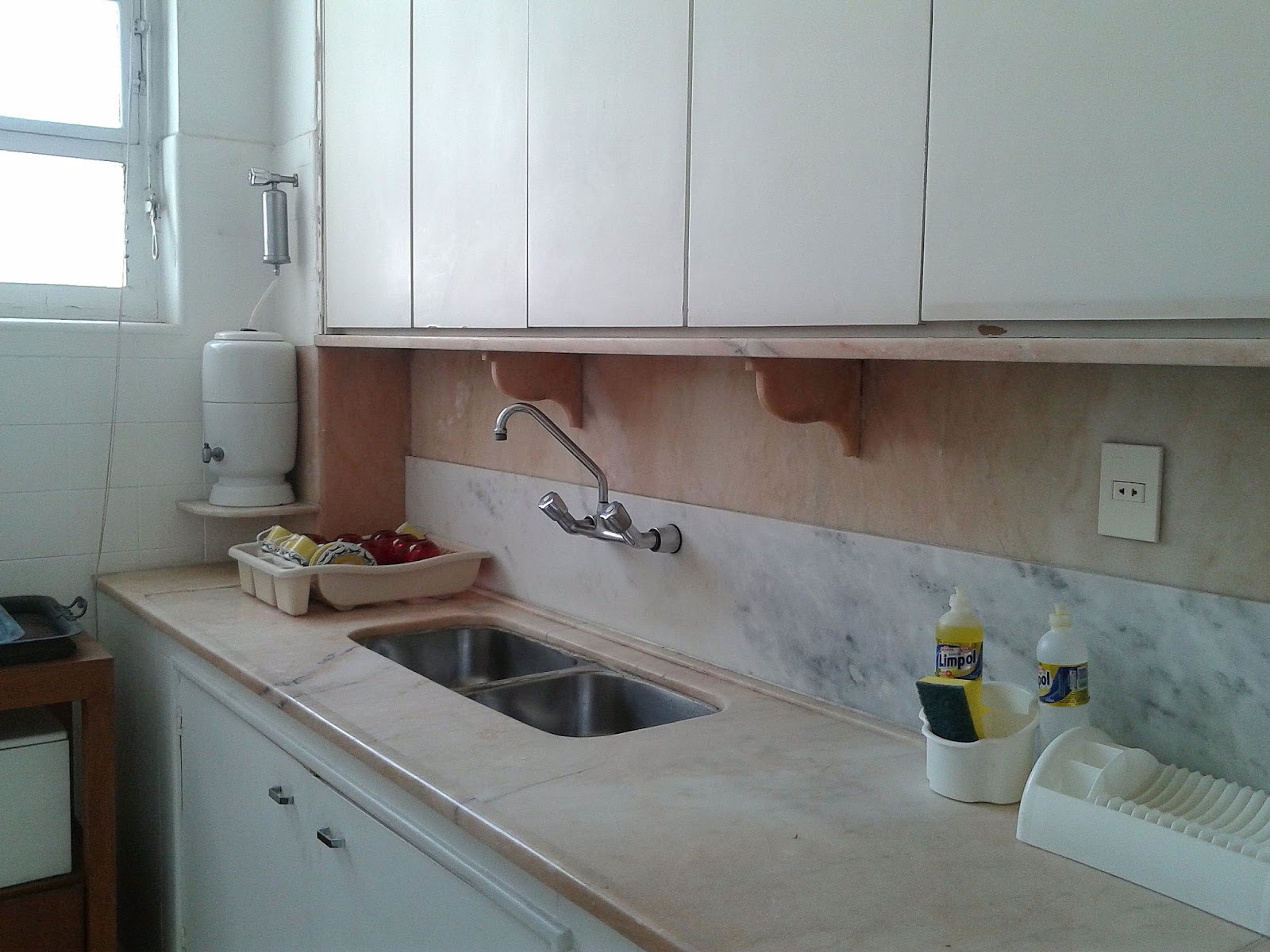 #5E463C  Preciso de uma tomada na lateral da bancada da cozinha. O quê fazer 1600x1200 px Projetos Da Instalação Da Cozinha_401 Imagens