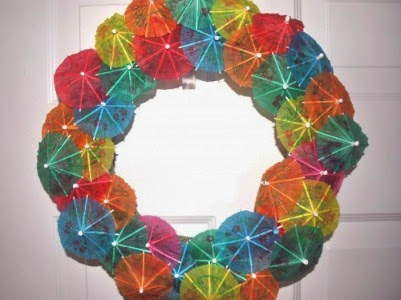 http://www.simplyrealmoms.com/posts/cinco-de-mayo-drink-umbrella-party-wreath/