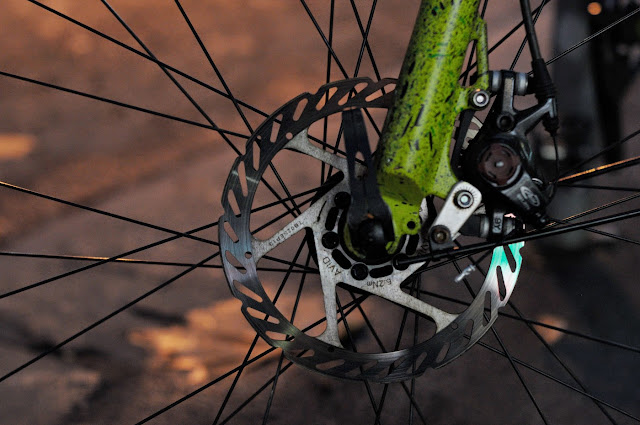 Surly, 1x1, frame, single speed, bicycle, bike, custom, modified, mod, bespoke, paint job, tim Macauley, the Biketorialist, the light monkey collective, Collins st, Melbourne, Australia, green, gritty, grit, splatter, awesome, paintjob , disc brakes, rotor, avid