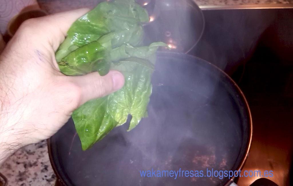 Cocemos las hojas de espinacas
