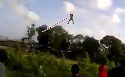 Video Lucu Bocah Terbawa Layang - Layang, Terseret Layangan Ini Bikin Heboh Netizen